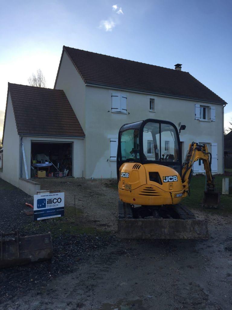 aménagement extérieur p engin de chantier devant la maison près de Tours :
