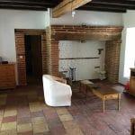 Rénovation d'une grange à Lapeyrouse Fossat : salon avec cheminée