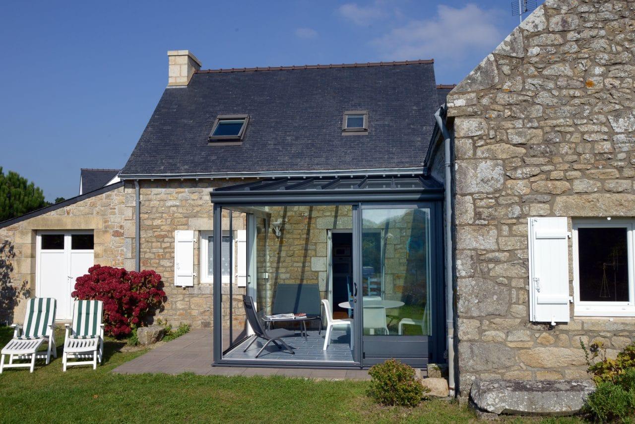 extension en verre sur maison bretonne