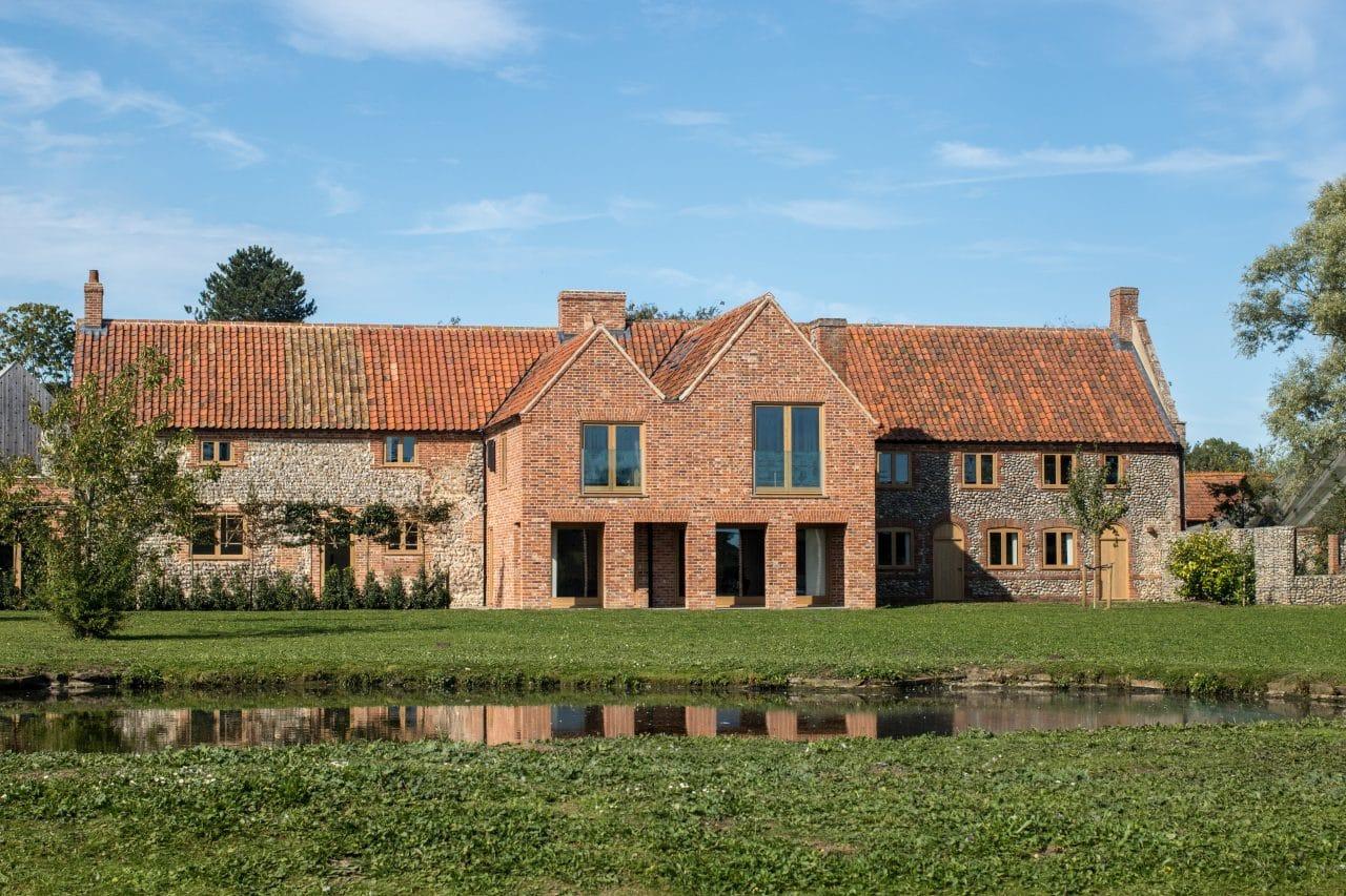 extension moderne maison en pierre