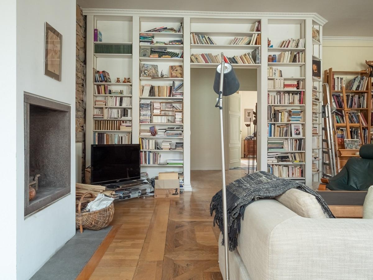 rénovation appartement Lyon : salon avec grandes bibliothèques
