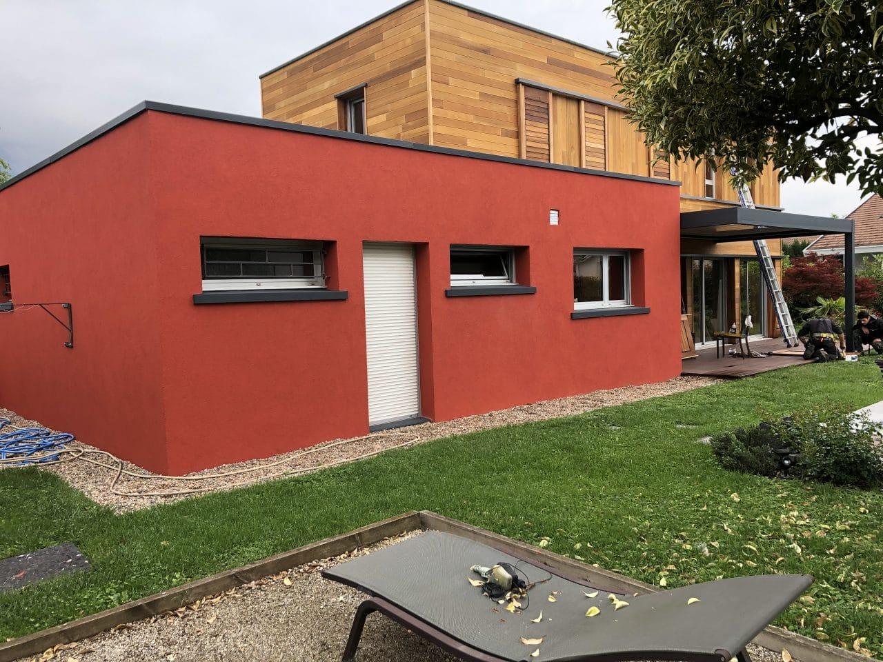 rénovation façade maison toit plat crépi pergola bioclimatique lame orientable Grenoble