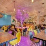 rénovation restaurant mobilier mur en pierre faux plafond luminaire peinture mur Lyon 6