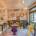 rénovation restaurant mur en pierre sablage entrée devanture Lyon 6