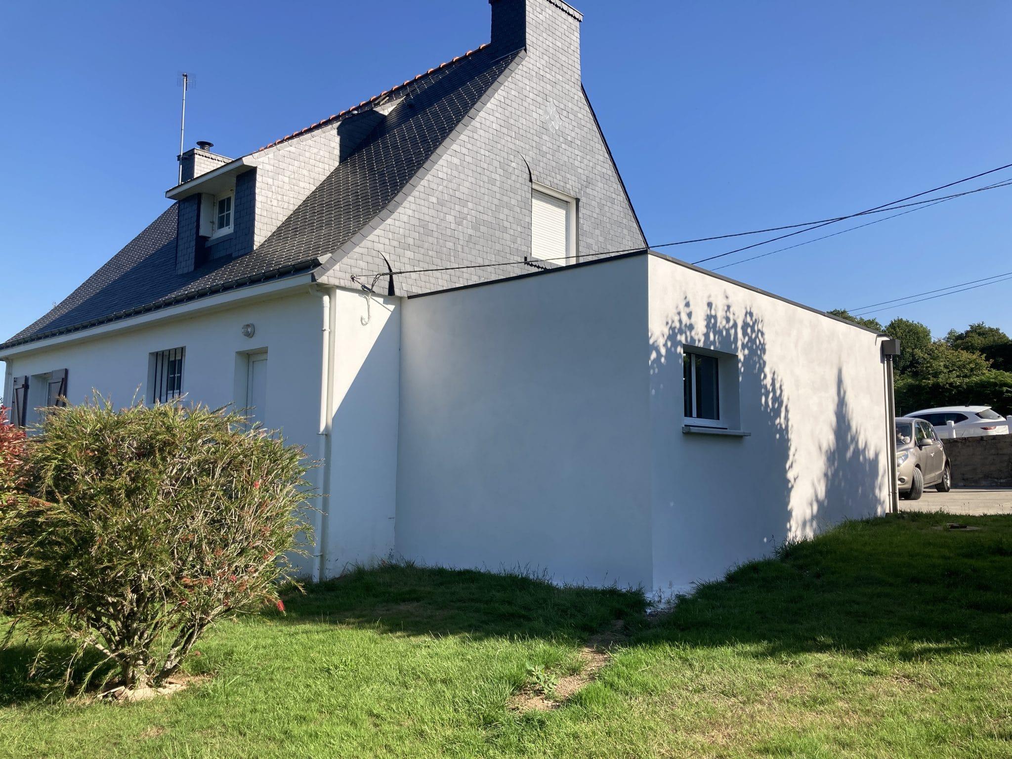 Extension de maison à toit plat pour un garage à Saint-Avé (56)