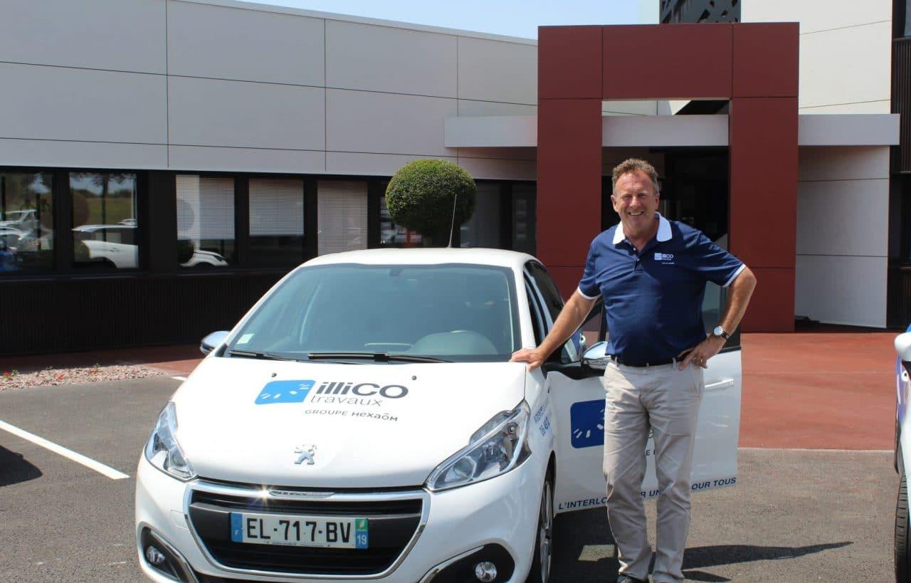 illiCO travaux Perros-Guirec - Paimpol - Plouha - Fédéric Avril à côté de sa voiture illiCO travaux