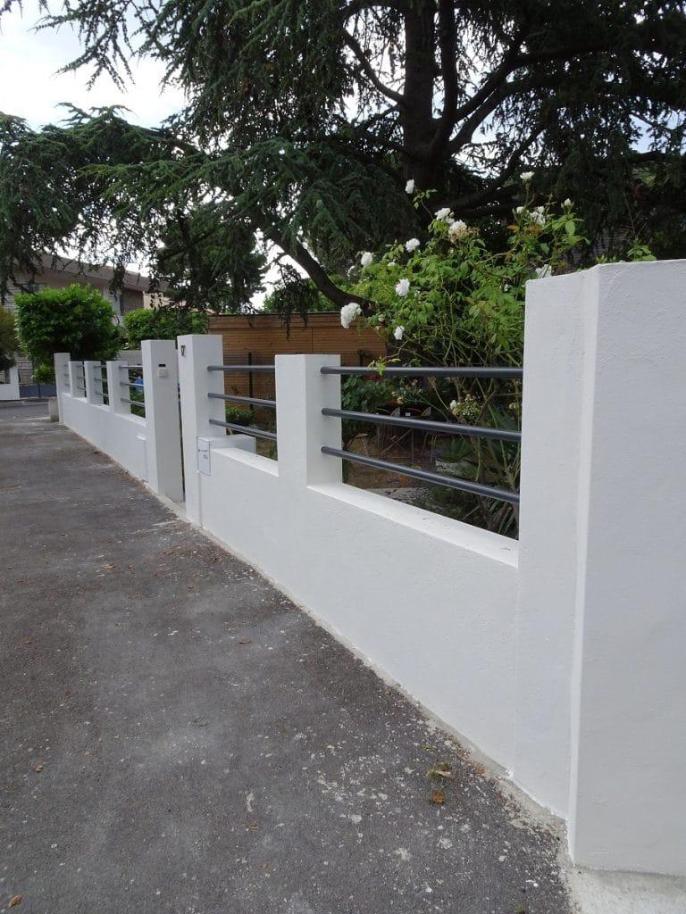 rénovation mur de clôture et terrasse : vue générale du mur de clôture