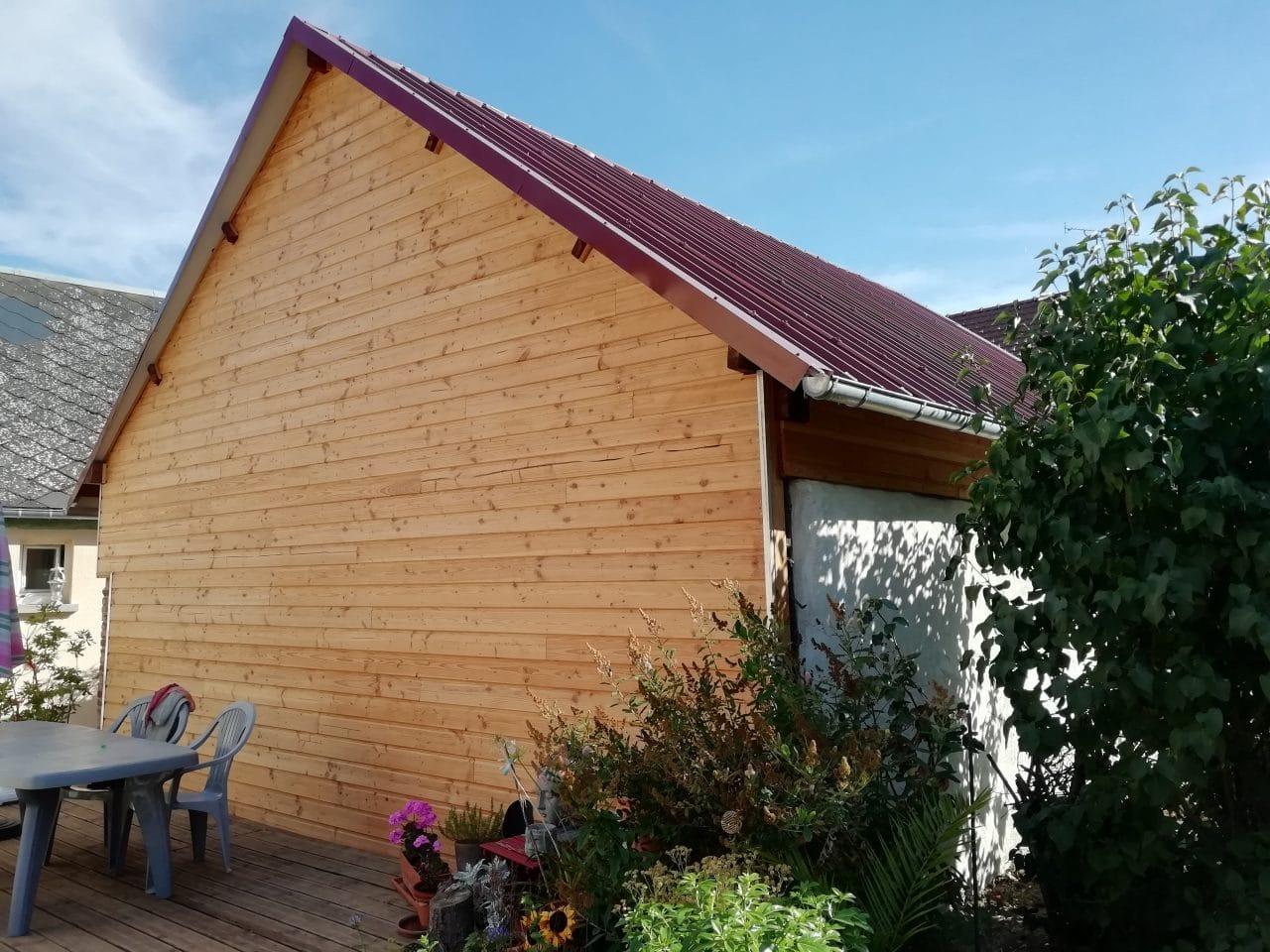 rénovation grange mur bardage bois jardin extérieur toiture tôle bac acier gouttière Saint-Prest