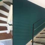rénovation maison marche escalier peinture rampe papier peint bleu canard Arradon