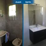 rénovation maison salle de bain plomberie meuble vasque suspendu miroir éclairé faïence Arradon