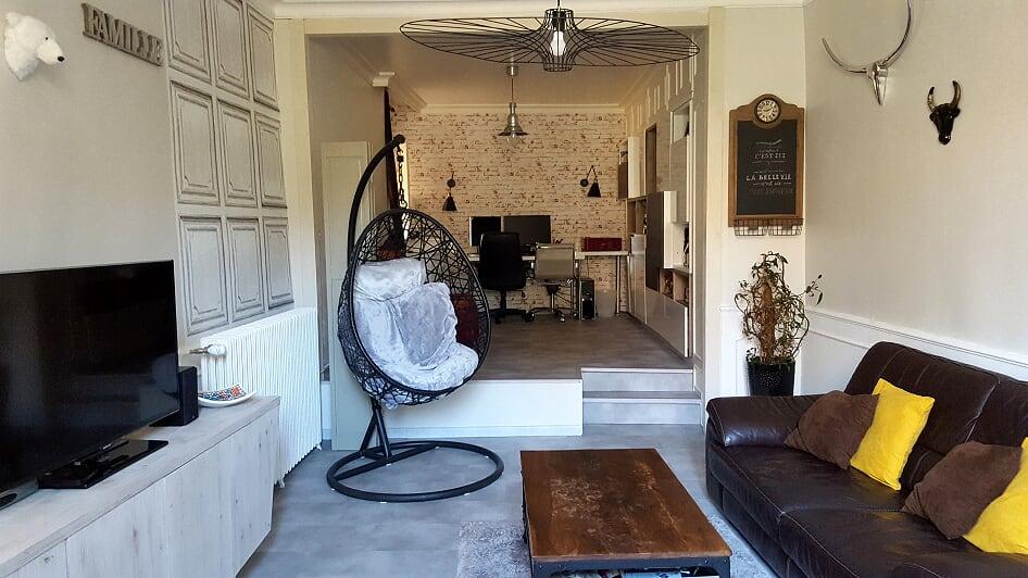 rénovation maison bureau salon carrelage effet ciment mur atelier marche moulure mur rangement bibliothèque Veurey-Voroize
