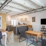 rénovation d'une maison à Rezé : salon et cuisine après travaux