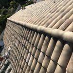 Pose des tuiles - Rénovation d'une toiture à Cannes