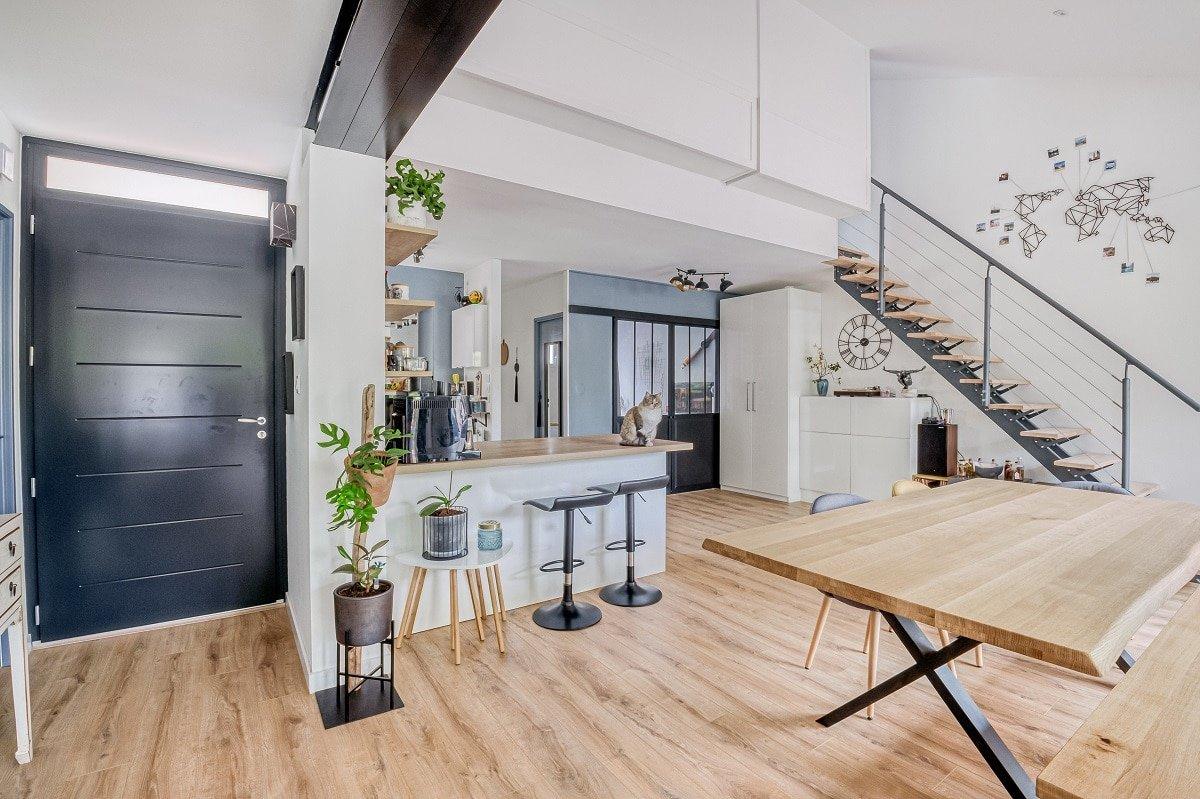 Vue sur la cuisine aménagée - Rénovation de maison à Saint Jean
