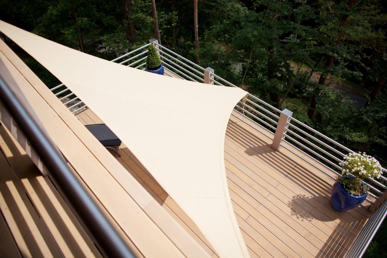 terrasse suspendue au-dessus de la foret