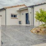 Zoom sur l'entrée rénovée - extension maison à Paulhac
