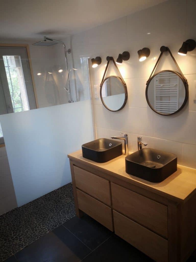 Salle de bain rénovée - rénovation d'une maison à Antibes
