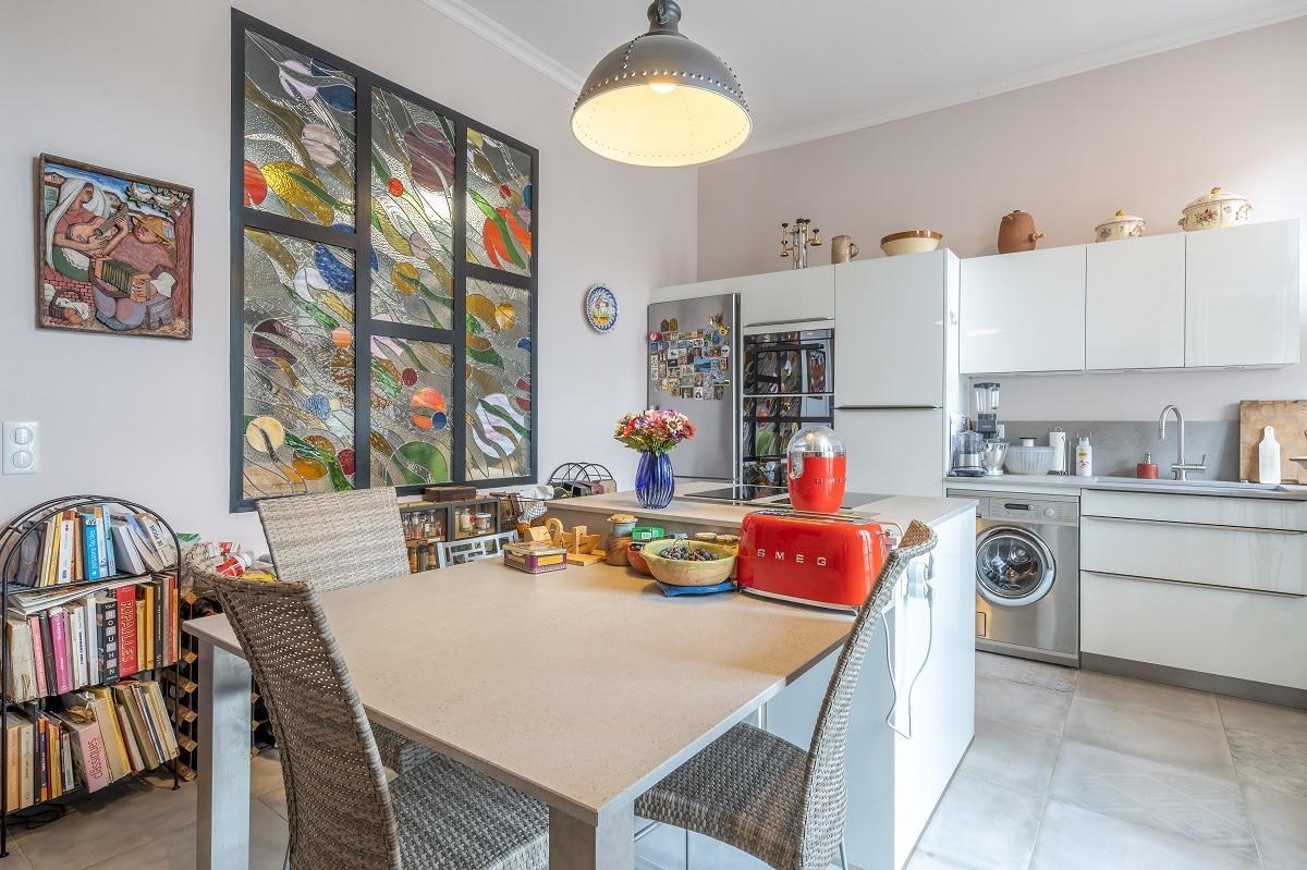 Coin repas dans la cuisine - rénovation et transformation d'un appartement en 2 logements à Sète
