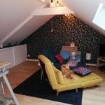 Peinture et taîsserie aux murs, PVC au sol - - aménagement de combles à Plescop