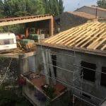 Couverture en cours de réfection - rénovation d'une toiture - Conques