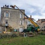 Engin de chantier - rénovation toiture Saint-Même-les-Carrières