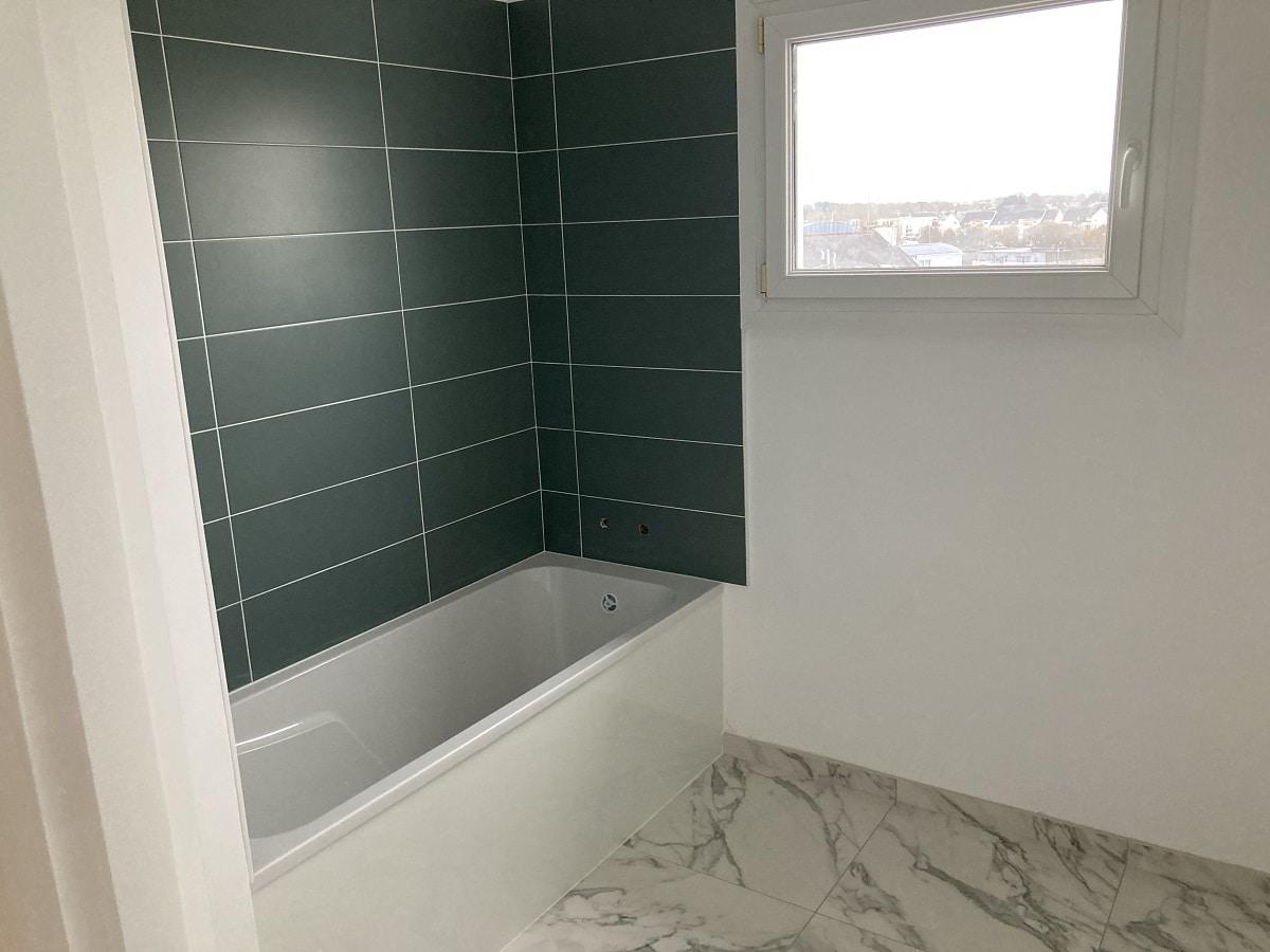 Salle de bain rénovée - rénovation appartement à Vannes