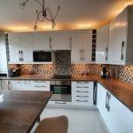 Cuisine familiale rénovée - Rénovation d'un appartement à Verneuil-sur-Seine