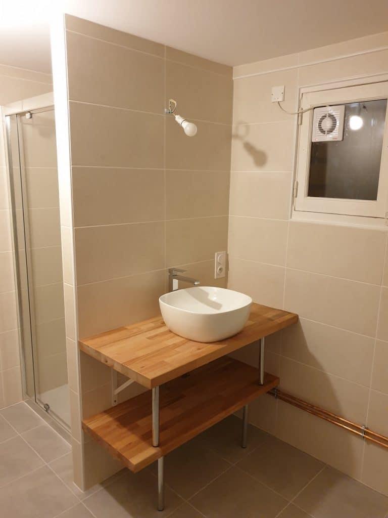 Vasque sur meuble en bois - rénovation d'une salle de bain près de Chateauroux