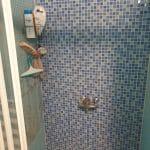 Douche avant travaux - rénovation d'une salle de bain près de Châteauroux