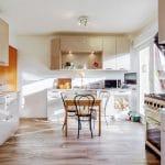 Vue d'ensemble de la cuisine dans la partie Extension - Création d'une extension bois à Lipsheim pour accueillir une cuisine
