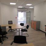 Vue des bureaux professionnels depuis le fond de la salle, tournée vers l'entrée - rénovation d'un local professionnel à Nancy