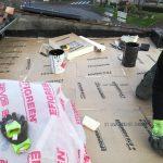 Pose de l'isolant 100mm - rénovation d'un toit terrasse à Cognac