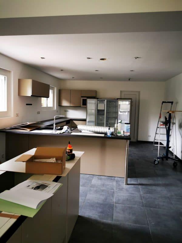 Vaste cuisine aménagée pour organiser des ateliers de cuisine - Rénovation d'une maison à Ambarès et Lagrave