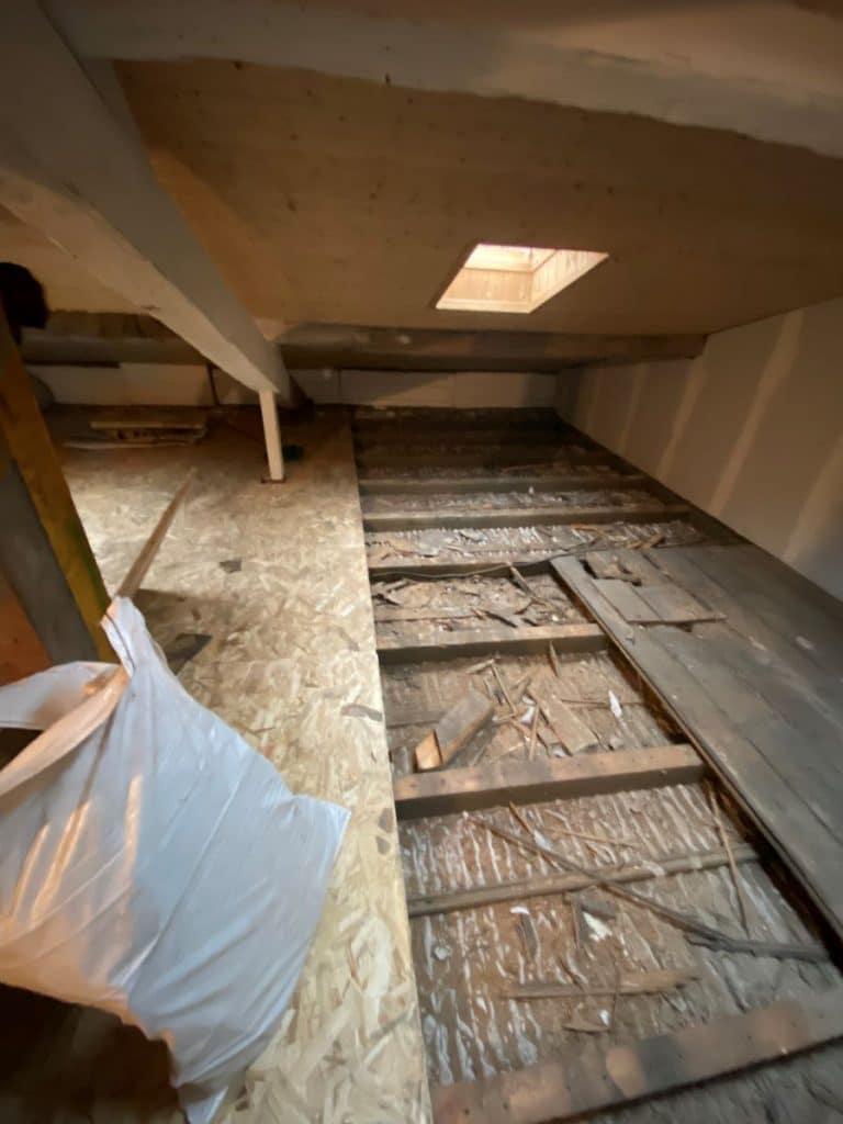 dépose de l'ancien plancher - aménagement de combles à Saint Loubes