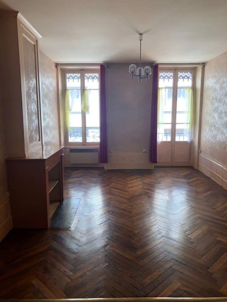Ancien salon avec parquet d'origine à conserver - rénovation d'un appartement à Lyon