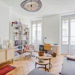 Salon avec grandes fenêtres - rénovation d'un appartement à Lyon