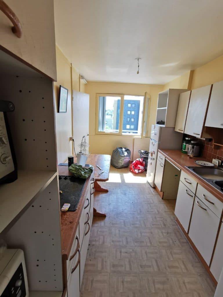 Cuisine avant travaux, en longueur - rénovation d'une cuisine à Boissy-Saint-Léger