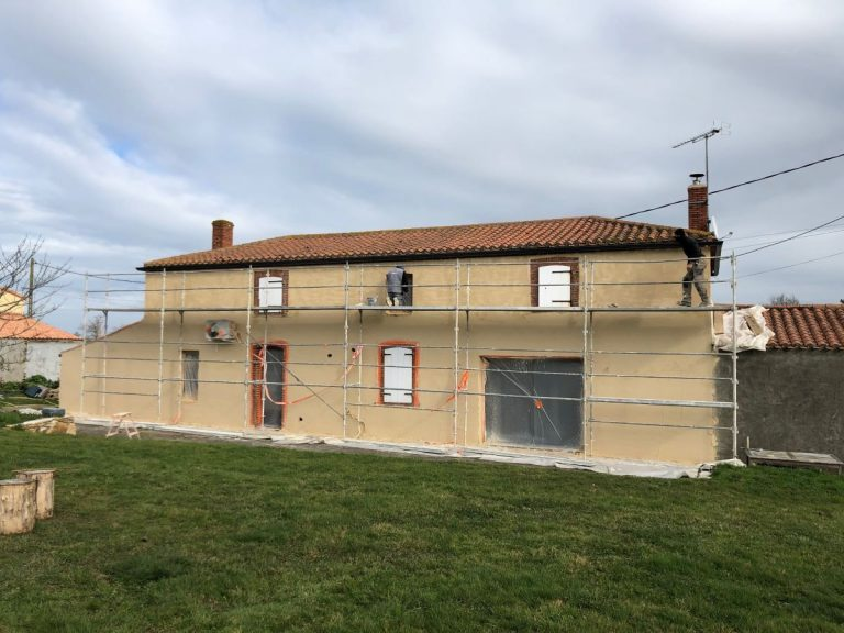 Rénovation façade d'une maison à Aizenay (85)