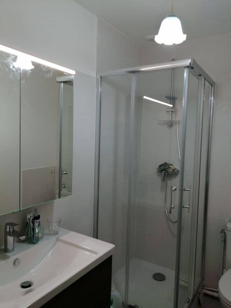 Salle de bain rénovée - rénovation partielle d'une maison à janville-en-Beauce