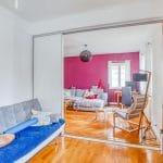 Au rez-de-chaussée chambre avec paroi amovible - rénovation d'une maison à Strasbourg en deux appartements