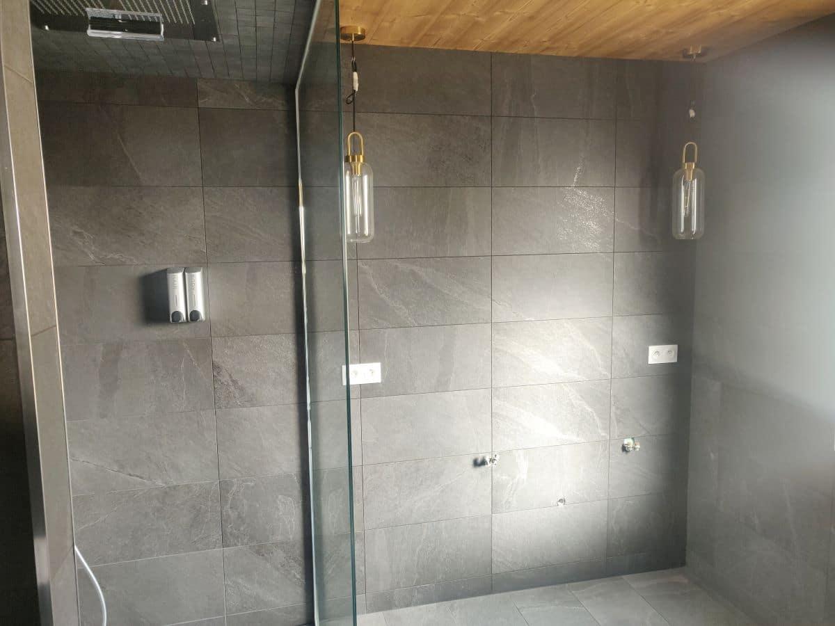 Double douche avec cascade et ciel de pluie - Rénovation d'une salle de bain à Andrézieux-Bouthéon (42)