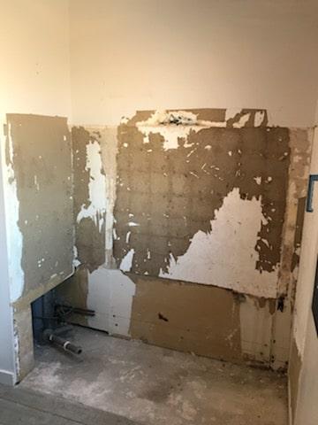 Espace baignoire démonté - rénovation de salle de bain à La Rochelle