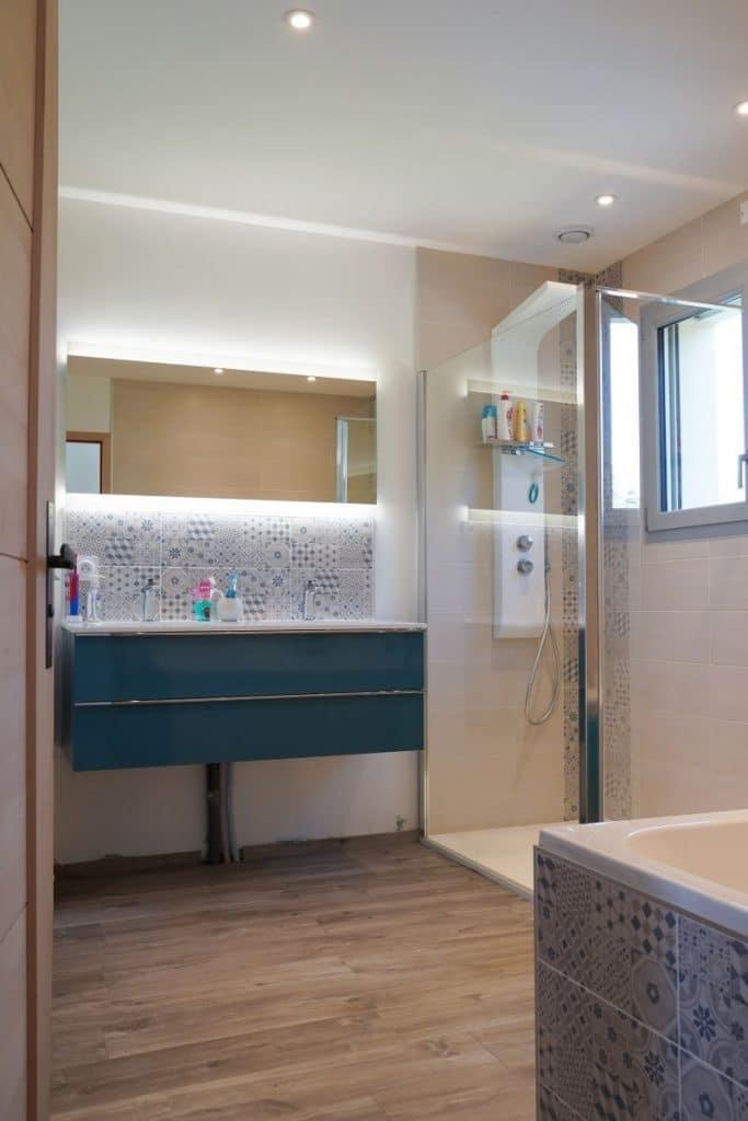salle de bain rénovée - rénovation complète d'une maison à Thouars