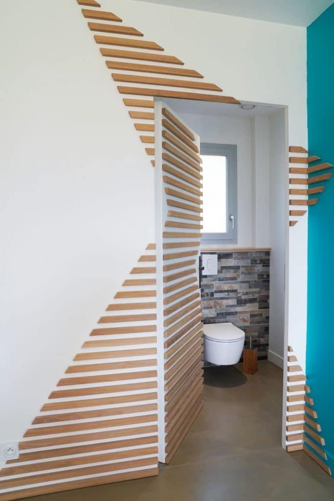 Décoration trompe l'oeil sur la porte - rénovation complète d'une maison à Thouars
