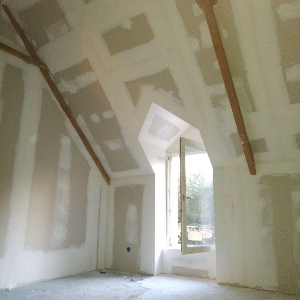 Avant peinture - Rénovation de maison suite à un sinistre à Pléguien (22)