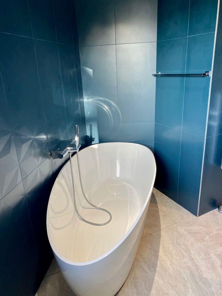 Baignoire îlot - Création d'une salle de bain près de Montpellier