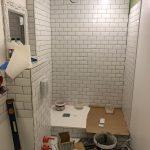 Pose du carrelage - Rénovation d'une salle de bain à Montpellier