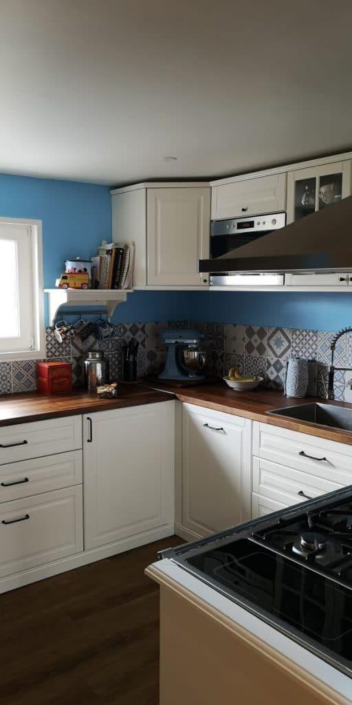 Aménagement de la cuisine en U - Rénovation de maison à Saulzet-le-Froid dans le département du Puy-de-Dôme