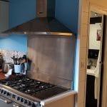 Zoom sur la nouvelle gazinière - Rénovation de maison à Saulzet-le-Froid dans le département du Puy-de-Dôme