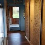 Couloir amenant à la cuisine - Rénovation de maison à Saulzet-le-Froid dans le département du Puy-de-Dôme